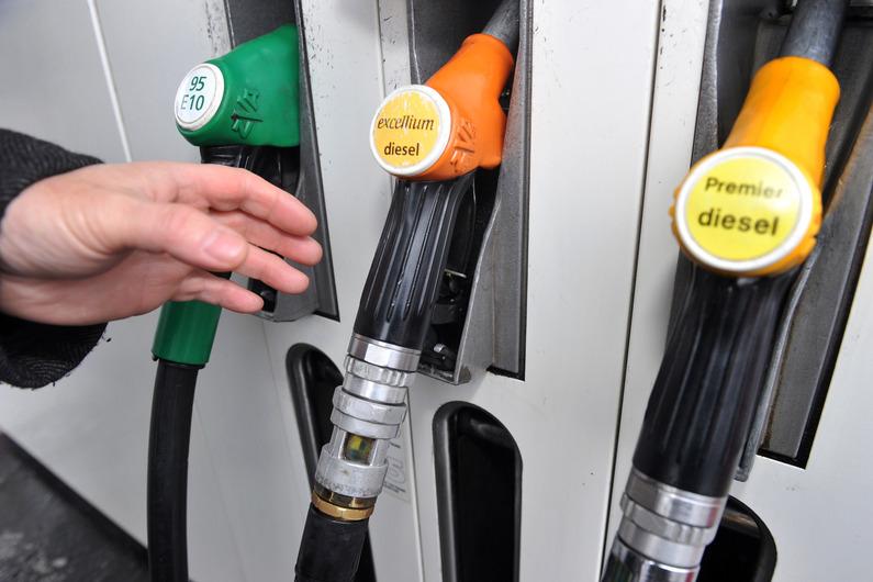 """Zoom sur les """"stocks stratégiques"""" français de pétrole et de carburant"""