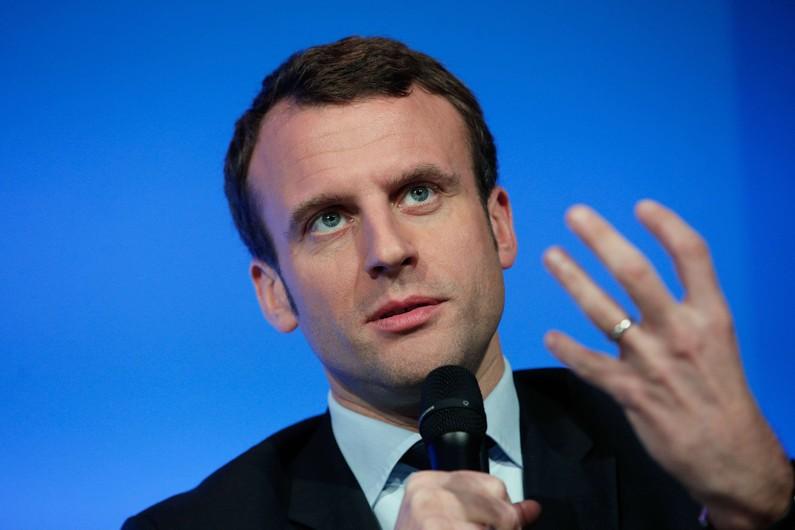 """Emmanuel Macron : """"Oui, je parle bien d'un terrorisme islamiste. Et j'assume l'emploi de cet adjectif"""""""