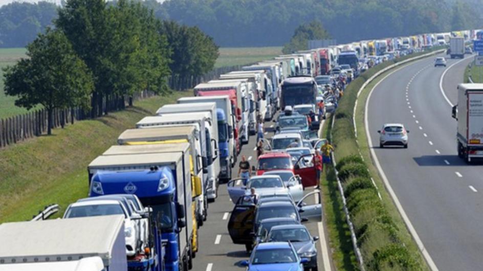 """Dominique Bussereau : """"Il y a un manque d'investissement"""" pour l'entretien des routes françaises"""