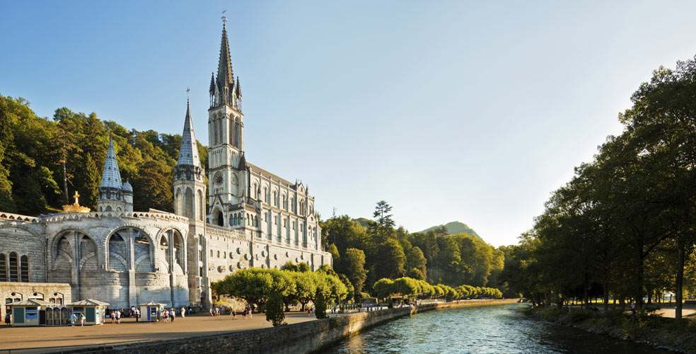 Lourdes : les pèlerins dépouillés par des immigrés bosniaques