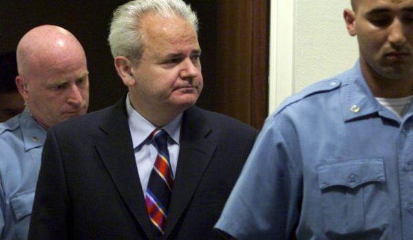 Slobodan Milošević innocent des crimes de guerre qui ont servi à justifier les sanctions contre la Serbie et l'intervention au Kosovo