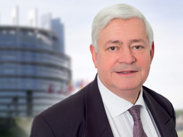 """Élections Législatives : """"Il y a un vrai problème de vie démocratique en France"""" (Bruno Gollnisch)"""