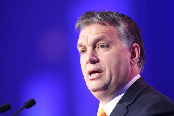 Comment Victor Orban combat fermement l'invasion migratoire