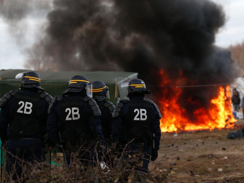 Quand la préfète Fabienne Buccio encourage les clandestins à incendier leur jungle…