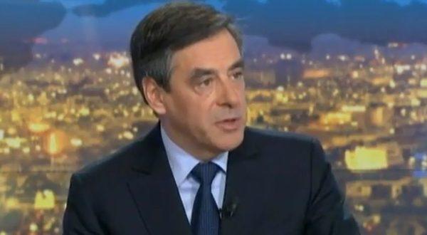 """Un passant à Fillon : """"Tenez bon ! On est avec vous !"""" - La vidéo que vous ne verrez pas sur BFM TV"""