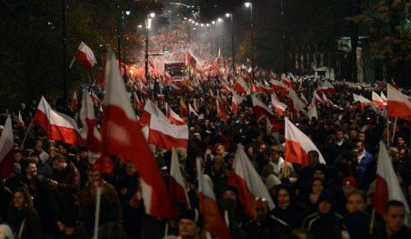 Marche de l'Indépendance : les patriotes polonais vent debout contre Facebook