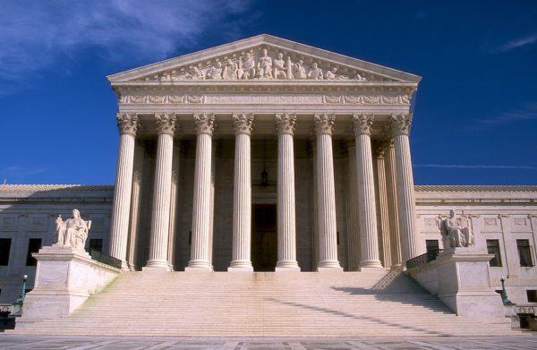 La Cour Suprême rétablit le décret anti-immigration de Trump
