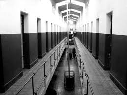 Prisons : l'objectif de 15 000 ne sera pas tenu