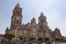 Mexique : un prêtre poignardé en pleine messe à la cathédrale de Mexico