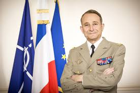 """""""Il a été un grand soldat, aimé et admiré"""", Macron rend hommage au général Pierre de Villiers"""
