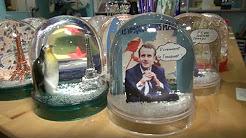 La boule à neige Macron, le tout dernier carton des magasins de souvenirs