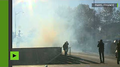 La police use de gaz lacrymogènes contre des étudiants d'extrême gauche à Paris