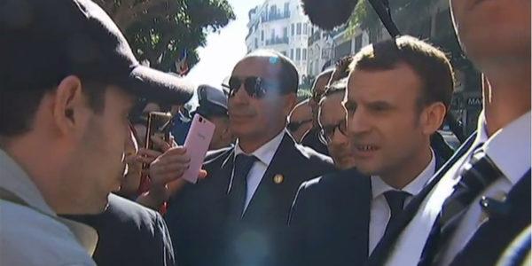 """En Algérie, Macron s'étonne qu'un jeune de 25 ans """"l'embrouille"""" avec la colonisation"""
