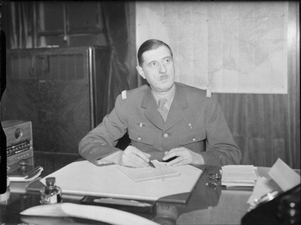 En 1945, le général de Gaulle demande de recruter les inventeurs allemands du missile balistique V2
