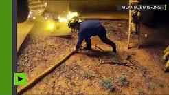 Un pompier sauve un enfant d'un incendie