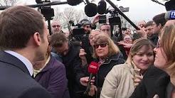 """""""Une dictature se prépare"""" : Macron interpellé lors de sa visite en Indre-et-Loire"""
