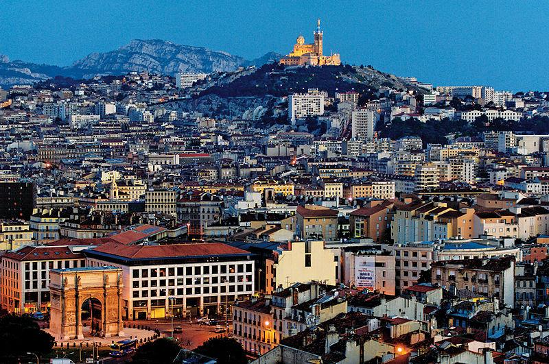 """DATA : De plus en plus de """"gated communities"""" (enclaves résidentielles protégées) à Marseille pour se protéger des immigrés"""