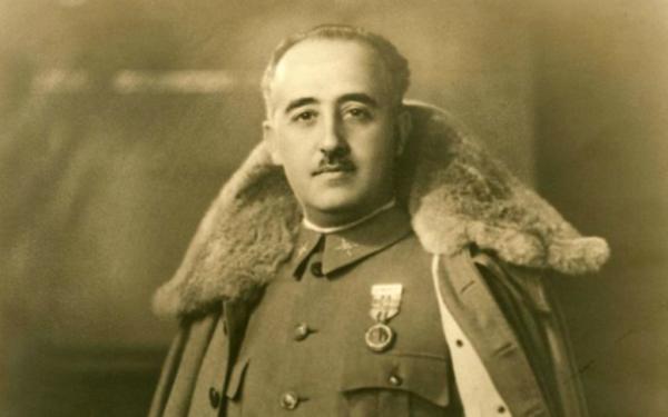 La légion d'honneur va-t-elle être retirée à Franco ?