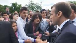 """""""Tu m'appelles Monsieur le Président"""" : Macron recadre un collégien apprenti-révolutionnaire lors des commémorations du 18-Juin 1940"""