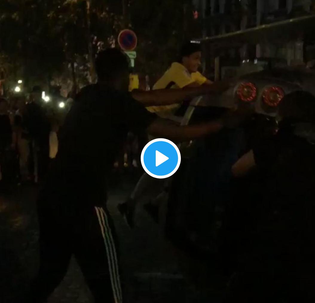Champs-Élysées : des jeunes immigrés s'en prennent à des voitures