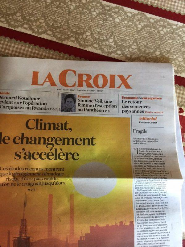 """A la Une de """"La Croix"""" : Kouchner, Veil et le réchauffement climatique"""