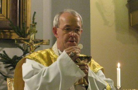 Un évêque catholique dénonce : « Derrière les migrants, il y a un plan pour modifier l'Europe. »
