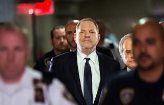 """""""Je t'aime"""", """"Tu me manques"""" : les messages d'une victime présumée de Harvey Weinstein"""