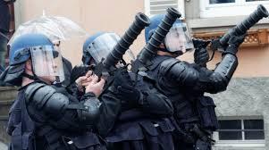 Macron-Castaner, attention aux illégaux Flash-Balls !