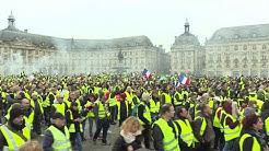 Les Gilets Jaunes sont passés de la bataille des prix des carburants à celle du référendum d'initiative citoyenne (RIC)