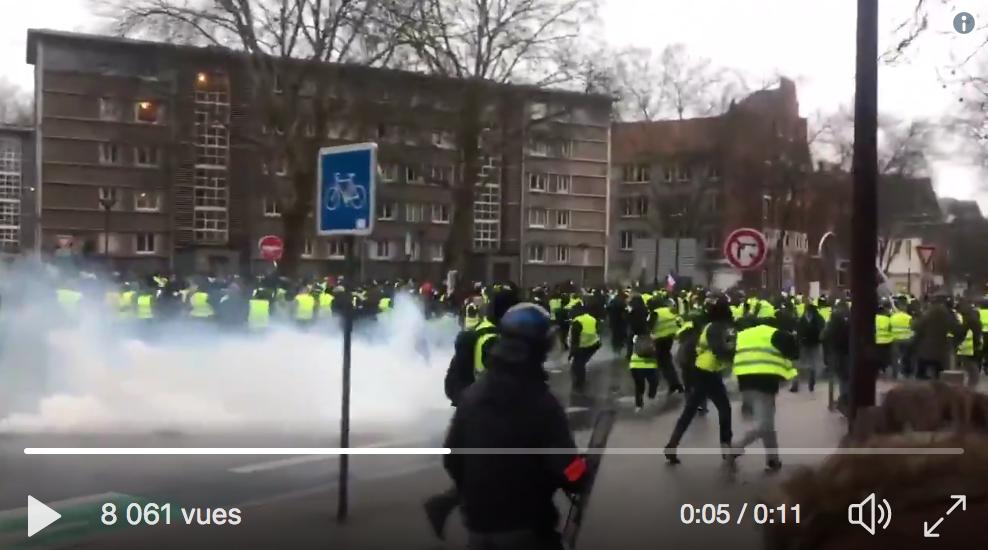 """Les """"forces de l'ordre"""" face aux Gilets Jaunes à Lille : « Pas de quartier, les gars ! Allez ! Pas de quartier ! » (VIDÉO)"""