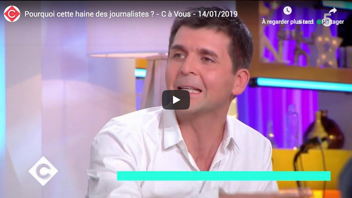 """""""Pourquoi cette haine des journalistes ?"""" s'interroge """"C à Vous"""" (France 5)"""