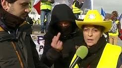 Acte X des Gilets Jaunes : Un manifestant fait un doigt d'honneur à Macron (VIDÉO)