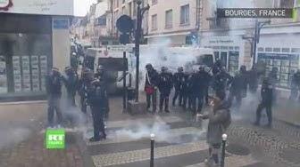 La manifestation des Gilets jaunes dégénère à Bourges (VIDÉO)