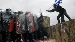 """Violents heurts à Athènes : 60 000 à 100 000 Grecs s'opposent au nom """"Macédoine du Nord"""" (VIDÉO)"""