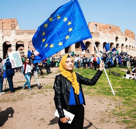 """La """"Jeune européenne de l'année"""" est… une femme voilée !"""