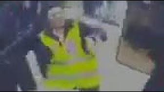Scandaleux : un policier fracasse le crâne d'une Gilet Jaune, de dos (VIDÉO)