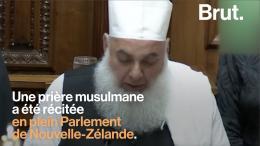 Islamisation : soi-disant en hommage aux victimes de Christchurch, un imam récite une prière au Parlement néo-zélandais…
