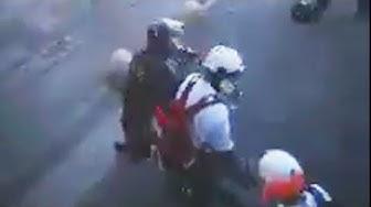 (Acte XIX) Scandaleux : U️n policier gaze puis boxe un médic ! (VIDÉO)