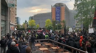 """Bruxelles : des antifas manifestent contre """"le fascisme"""" (VIDÉO)"""