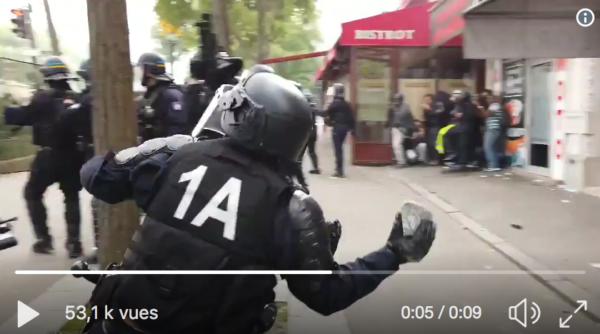 1er-Mai : Quand un CRS envoie un pavé sur les manifestants (VIDÉO)