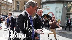 Royaume-Uni : Nigel Farage attaqué… au milk-shake (VIDÉO)