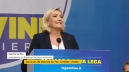 """En italien, Marine Le Pen appelle à """"la révolution du bon sens"""" avec Matteo Salvini (VIDÉO)"""