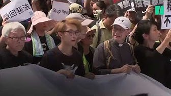 Rassemblement massif à Hong Kong malgré le recul du gouvernement