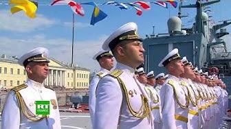 La Russie célèbre le Jour de la marine : défilé naval à Saint-Pétersbourg (VIDÉO)