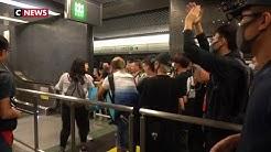 Hong Kong : la situation se tend, l'aéroport est bloqué