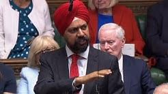 Surréaliste : un député enturbanné réclame des excuses à Boris Johnson en plein Parlement britannique (VIDÉO)