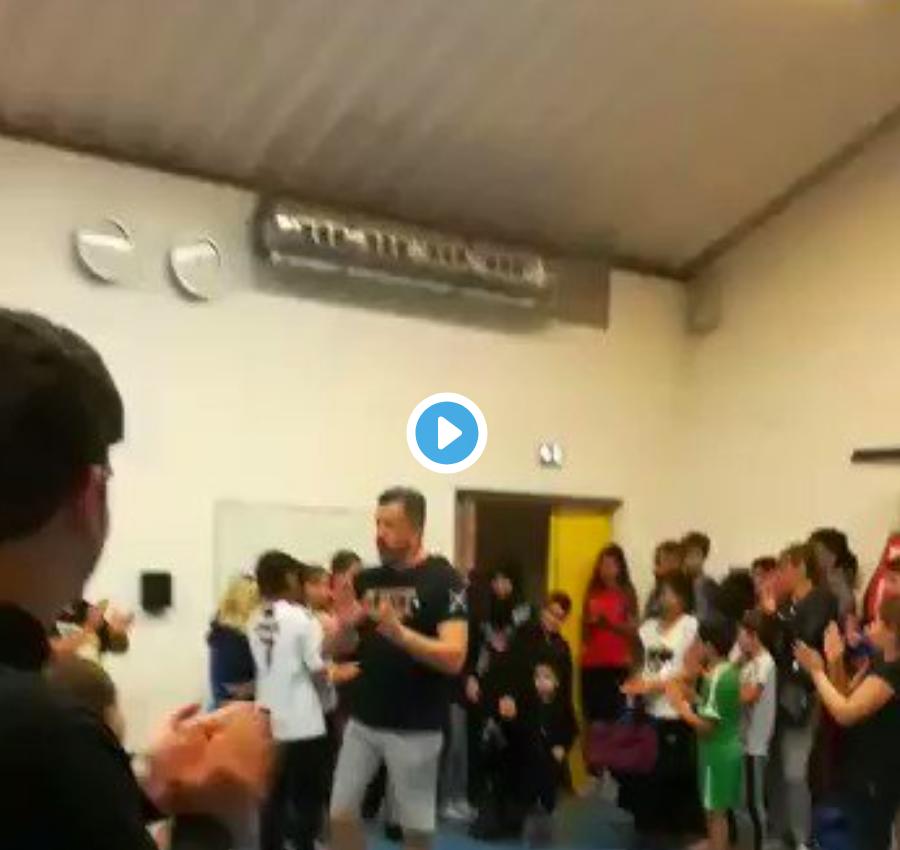 Regardez la femme voilée du Conseil régional de Bourgogne – Franche-Comté applaudie comme une héroïne par d'autres islamistes immigrés (VIDÉO)