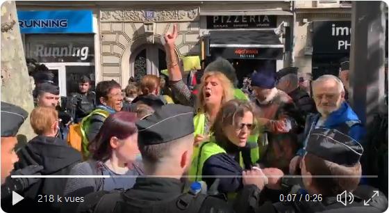 Violences policières... à la marche des policiers (VIDÉO CHOQUANTE)