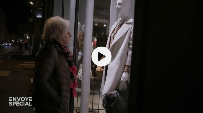 Avec sa petite retraite, Annie fait les boutiques… quand elles sont fermées (VIDEO)