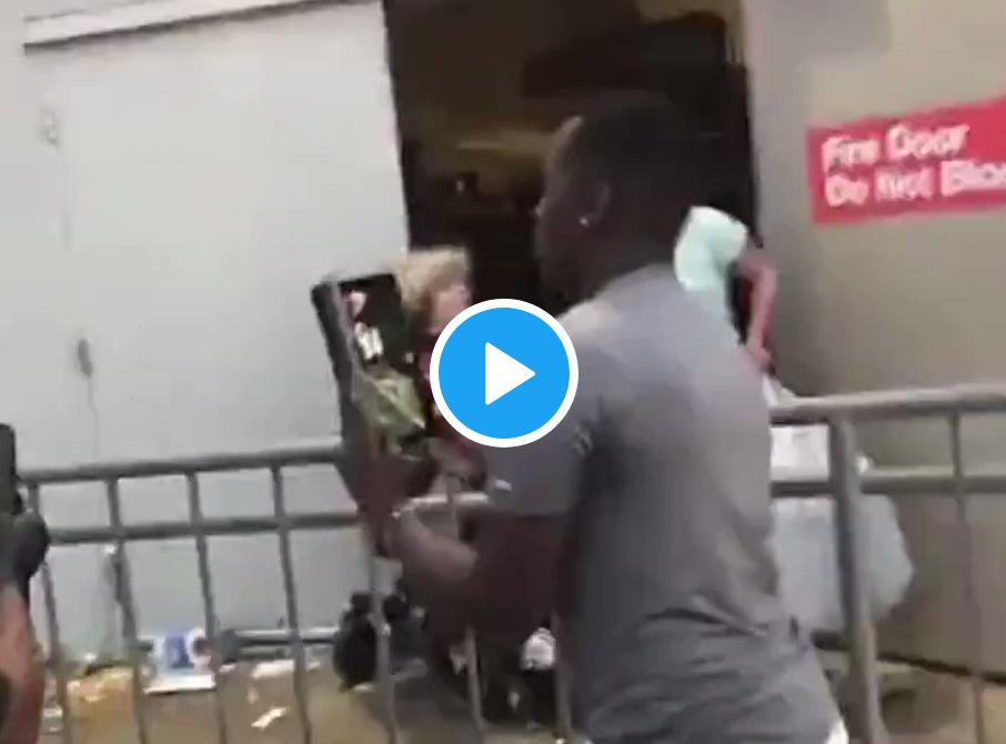"""Minneapolis : """"Contre la racisme de la police, agressons une femme blanche âgée handicapée"""" (VIDÉO)"""